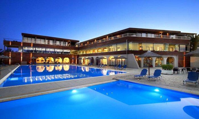 Προσφορά από 120€ ανά διανυκτέρευση με Ημιδιατροφή για 2 ενήλικες (και 1 παιδί έως 12 ετών) Ισχύει έως 30/09 στο 4* Blue Dolphin Hotel