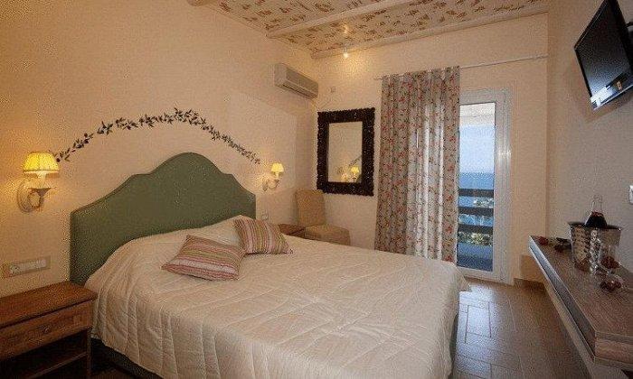 28η Οκτωβρίου από 52€ ανά διανυκτέρευση με Ημιδιατροφή για 2 ενήλικες (και 2 παιδιά, το 1ο έως 12 ετών και το 2ο έως 5 ετών) Ισχύει για 28η Οκτωβρίου στο Venus Beach Hotel