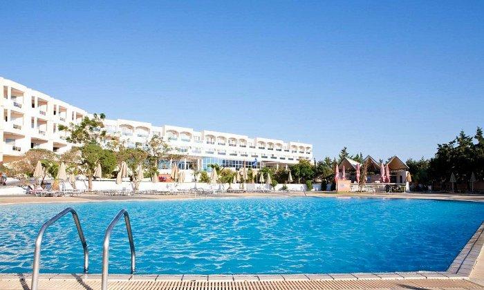 Προσφορά από 64€ ανά διανυκτέρευση με ALL INCLUSIVE για 2 ενήλικες (και 1 παιδί έως 12 ετών) Ισχύει από 01/10 έως 31/10 στο 4* Sovereign Beach Hotel