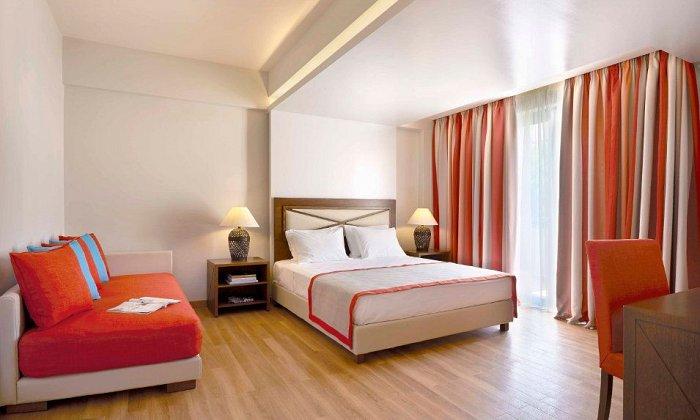 Χριστούγεννα και Πρωτοχρονιά από 340€ για 2 διανυκτερεύσεις με Πλήρη Διατροφή για 2 ενήλικες (και 1 παιδί έως 12 ετών) Ισχύει την περίοδο των Χριστουγέννων (22/12-27/12) και την περίοδο της Πρωτοχρονιάς (29/12 - 03/01/2018) στο 5* Alkyon Resort Hotel & Spa