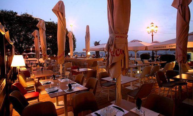 """14,90€ από 25€ για ένα γεύμα ή δείπνο για 2 άτομα με ελεύθερη επιλογή από τον κατάλογο, στο """"Cosmopolitan"""" στην Αριστοτέλους"""