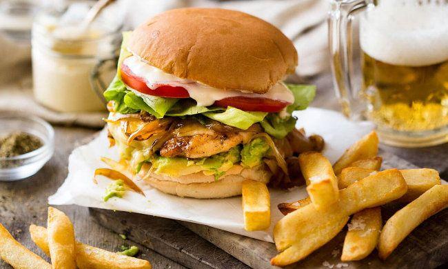 """Από 7€ για να απολαύσετε μοναδικά Burgers και όχι μόνο, με ελεύθερη επιλογή από τον κατάλογο στο """"The Burger Bar"""""""