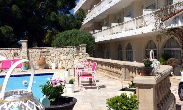 Προσφορά από 45€ ανά διανυκτέρευση (Κυρ. - Πέμ.) με πρωινό για 2 ενήλικες (και 1 παιδί έως 10 ετών) Ισχύει έως 30/09 στο Hotel Rodini Beach
