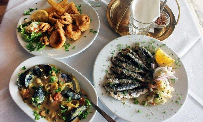 """10€ για ένα υπέροχο γεύμα για 2 άτομα με ελεύθερη επιλογή από τον πλούσιο κατάλογο από το εστιατόριο """"Μπαλκονάκι"""" στο Κέντρο!"""