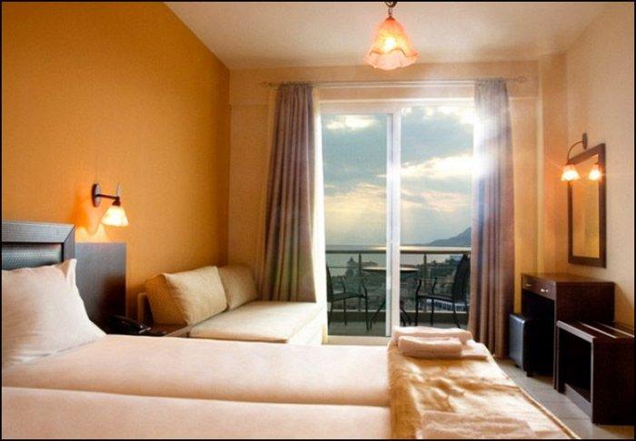 από 62€ ανά διανυκτέρευση με πρωινό για 2 ενήλικες και 1 παιδί έως 6 ετών Ισχύει έως 15/12 εκτός 28η Οκτωβρίου στο 9 Queens Spa Hotel