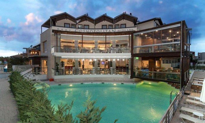 Προσφορά από 70€ ανά διανυκτέρευση με Ημιδιατροφή για 2 ενήλικες και 1 παιδί έως 12 ετών Ισχύει έως 30/09 στο 4* Cosmopolitan Hotel & Spa