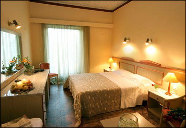Προσφορά 28η Οκτωβρίου από 60€ ανά διανυκτέρευση με πρωινό για 2 ενήλικες και 1 παιδί έως 12 ετών Ισχύει έως 31/10 και για 28η Οκτωβρίου στο 4* Antonios Hotel