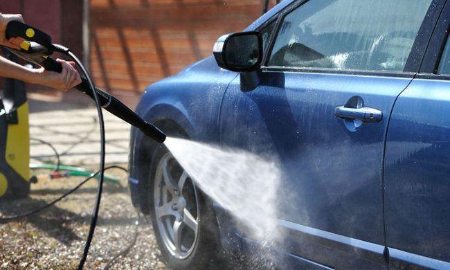5€ για ένα εσωτερικό και εξωτερικό πλύσιμο αυτοκινήτου στο χέρι με ενεργό αφρό, από το Cyclon Car Wash στη Χαρίλαου