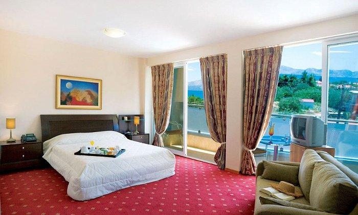 Προσφορά 28η Οκτωβρίου από 45€ ανά διανυκτέρευση με πρωινό για 2 ενήλικες και 1 παιδί έως 3 ετών Ισχύει από 13/10 έως 31/10 και για 28η Οκτωβρίου στο Dolphin Resort Hotel & Conference