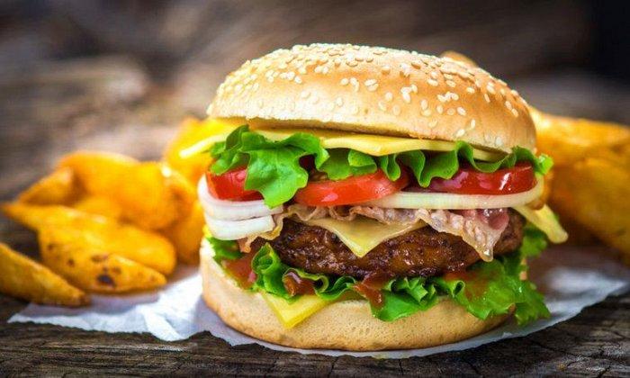 """10€ από 20€ για ένα γεύμα για 2 άτομα με ελεύθερη επιλογή από τον κατάλογο, """"West Saloon"""" στo Κέντρο"""